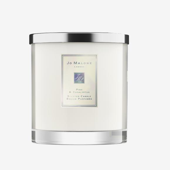 Парфюмированная свеча с нотами сосны и эвкалипта Luxury Pine & Eucalyptus. Цена: 30 000 руб.