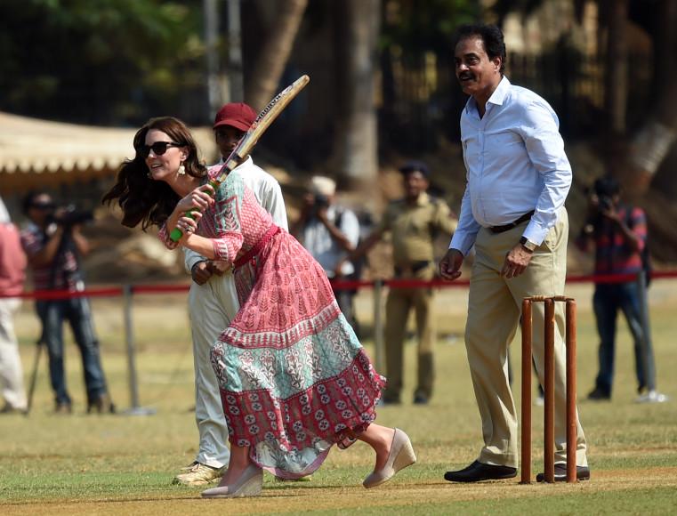Кейт Миддлтон за игрой в крикет