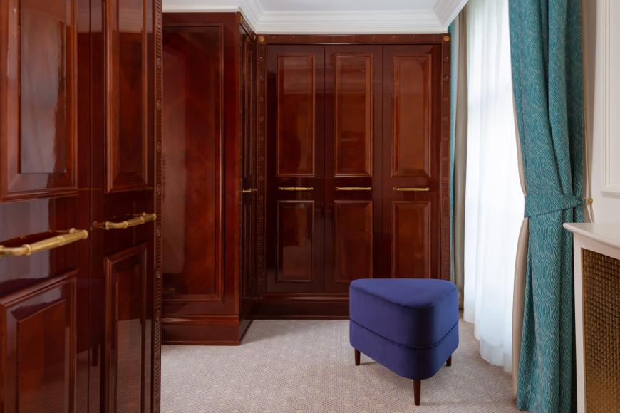 ГардеробнаяCarlton Suite
