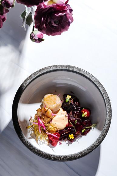 Сахалинскийгребешок с малинойи маринованнойсвеклой