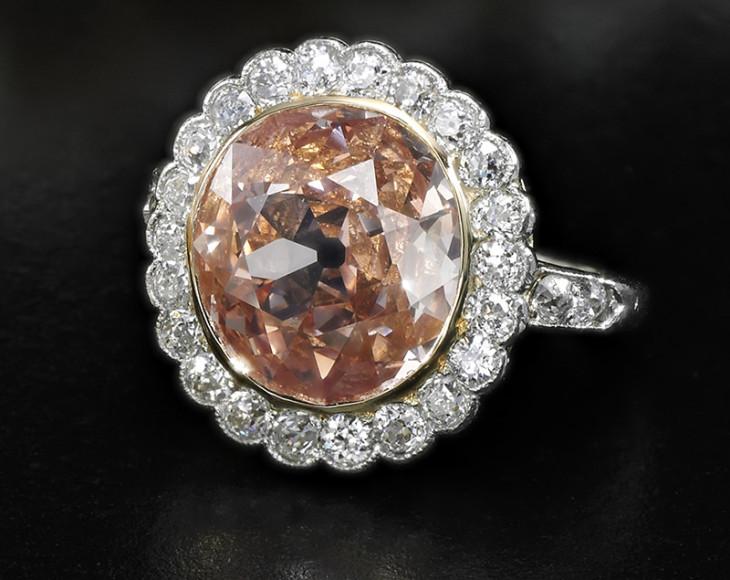 Кольцо с оранжево-розовым бриллиантом