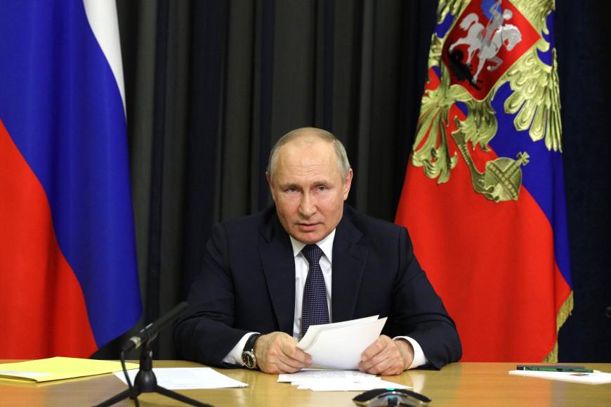 Владимир Путин на совещании по экономическим вопросам, 2020