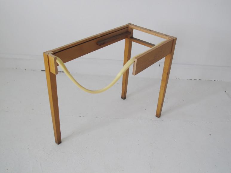 Влатка Хорват (Vlatka Horvat). «Loop Table», 2013 (Галерея Annex14)