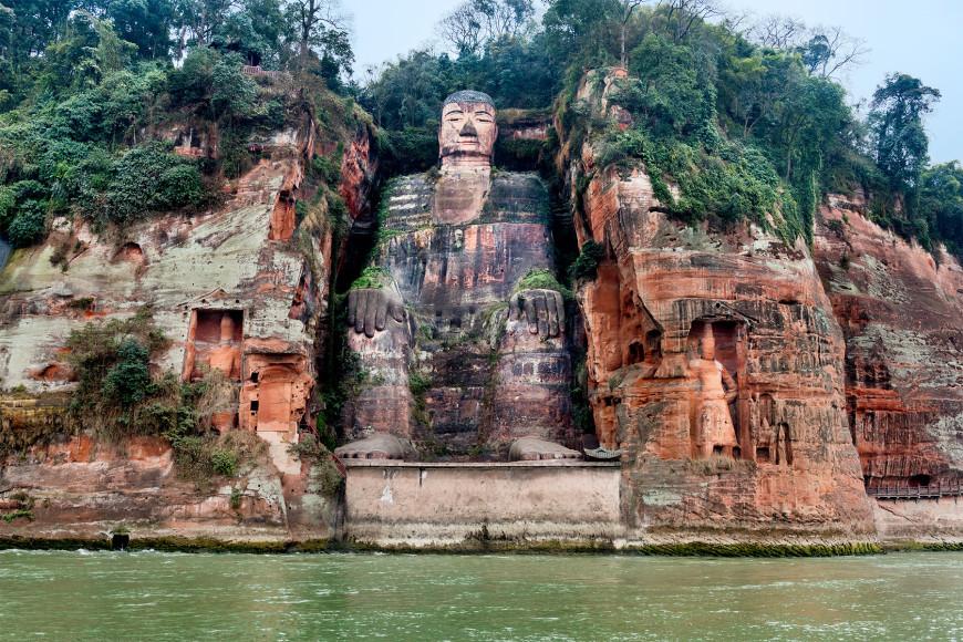Гиганская статуя Будды в Лэшане, Китай