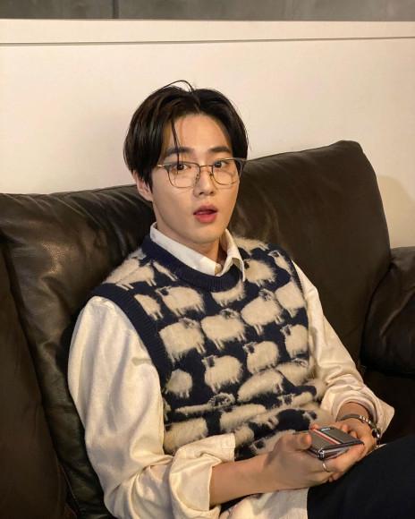 Участник EXO Ким Чун Мен в Gucci, март 2020