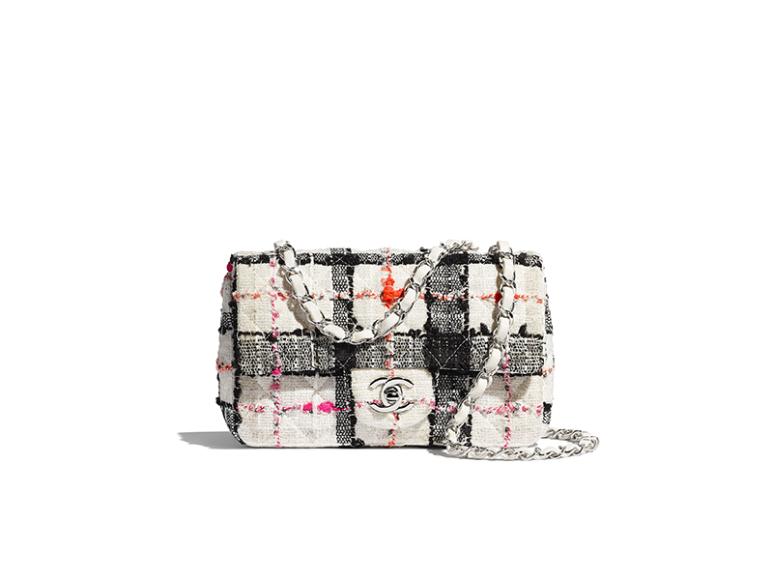 Сумка-конверт Chanel, 241 500 руб. (Chanel)