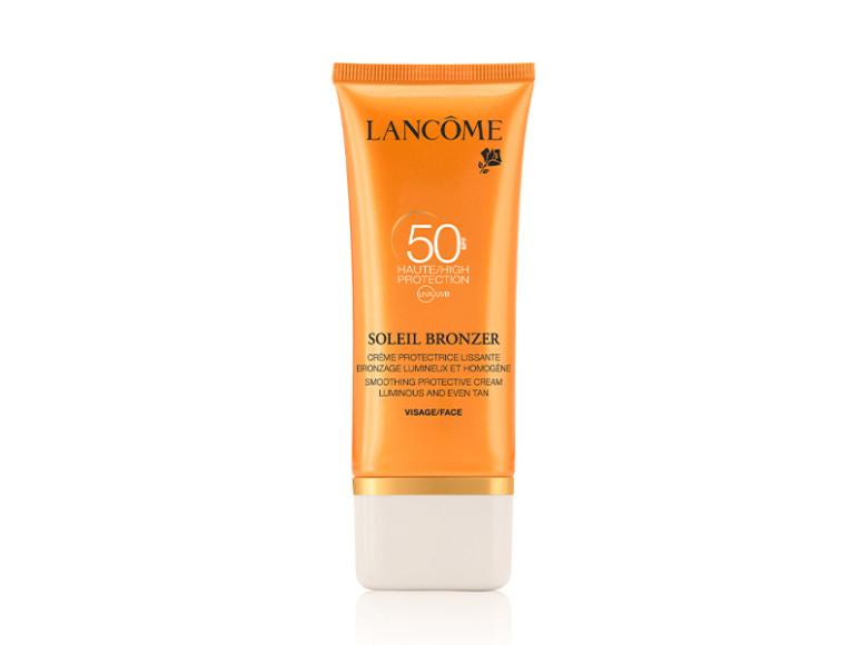 Увлажняющий солнцезащитный крем для лица SPF 50, Lancôme. Содержит систему фильтров Mexoryl от лучей типа А и В, которая усилена фильтрами от длинных лучей типа А, а также витамин Е, защищающий кожу от стресса, гиалуроновую кислоту для увлажнения, масла арганы, мускусной розы и масло моной с острова Таити, которые питают и восстанавливают кожу.