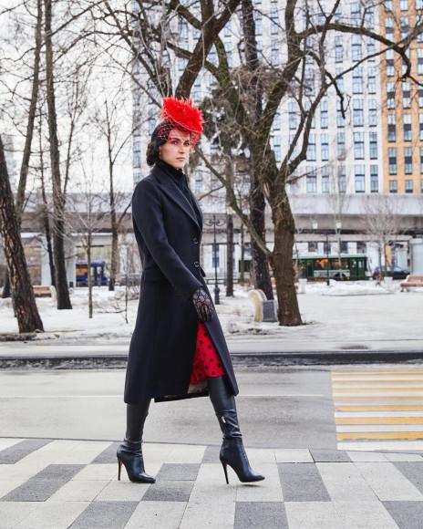 Наиля Аскер-заде в шляпке с вуалью