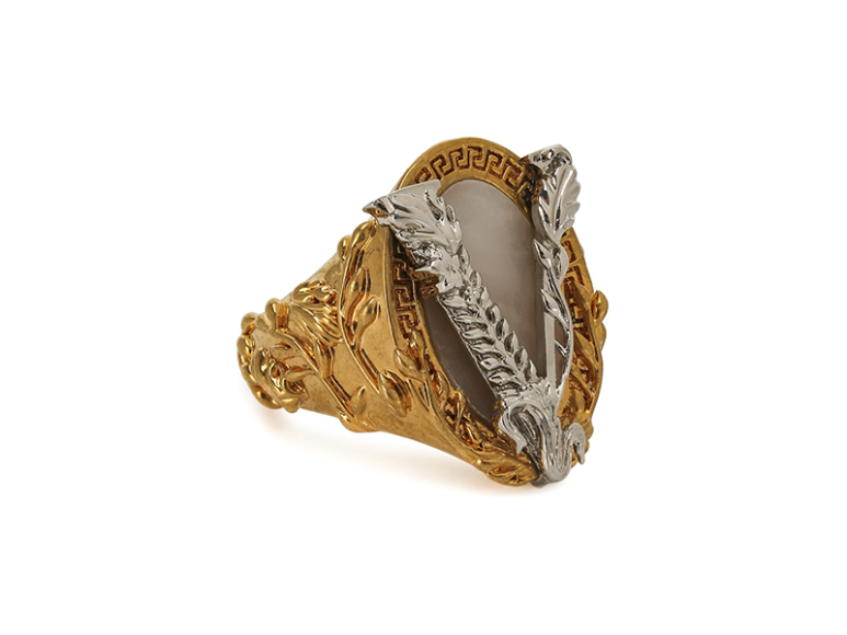 Кольцо Versace, 26 550 руб. (ЦУМ)