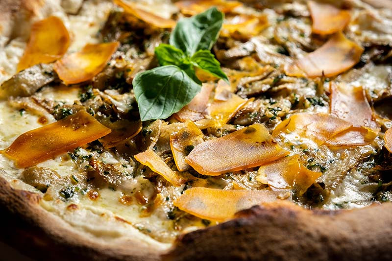 Пицца с артишоками и боттаргой