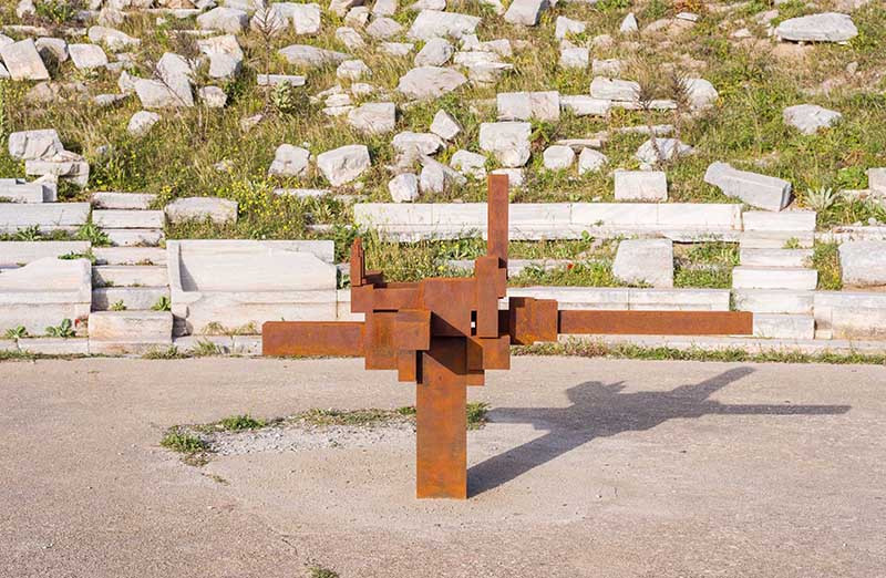 Фото: Oak Taylor Smith / Courtesy NEON; Ephorate of Antiquities of Cyclades & the artist