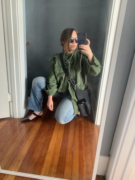 Туфли Prada, джинсы Levis', сумка Longchamp (все винтаж или секонд-хенд), куртка H&M (одна из редких покупок в масс-маркете)
