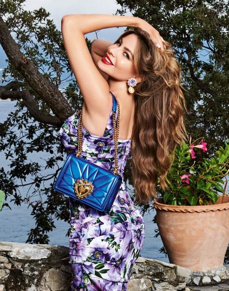 София Вергара с сумкой Devotion,Dolce & Gabbana