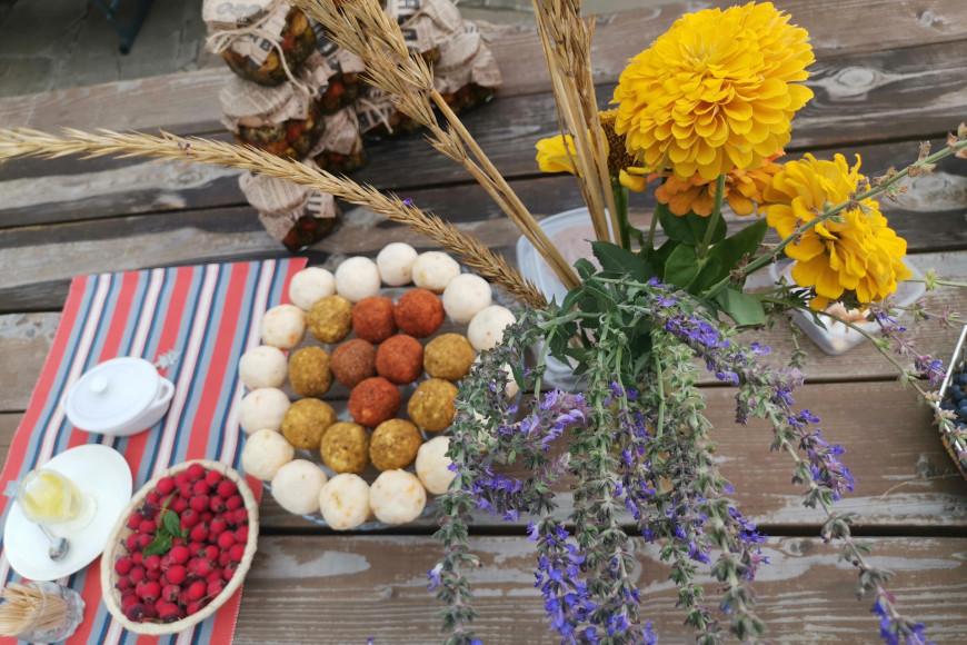 В стране осваивают производство различных сыров— от грузинского сулугуни до швейцарского белпер кнолле