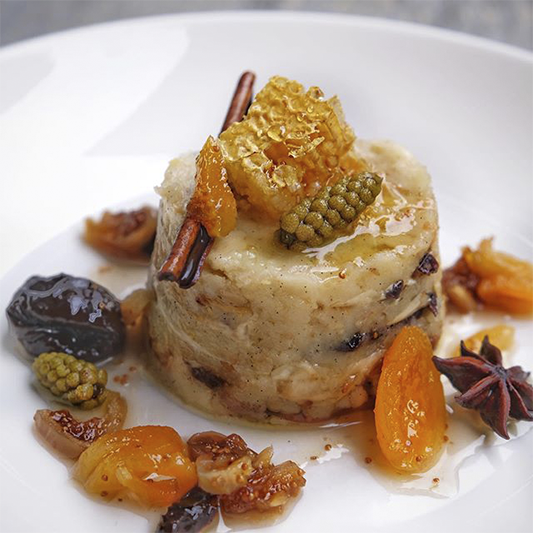 Гурьевская каша, медовые соты, еловые шишки и сухофрукты