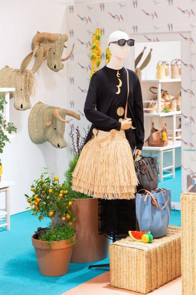 Поп-ап пространство Loewe X Paula's Ibiza в ЦУМе с работами Хавьера Медины