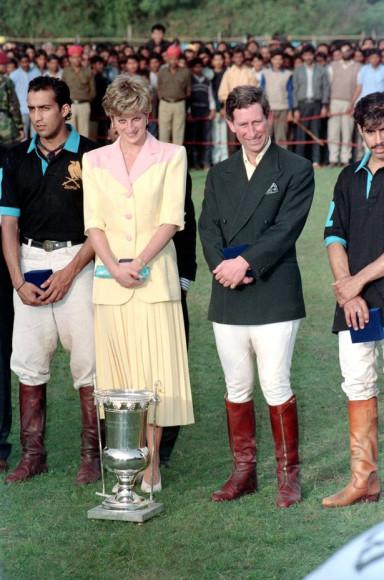 Принц и принцесса Уэльские были приглашены на матч игры в поло на лошадях в Джайпуре