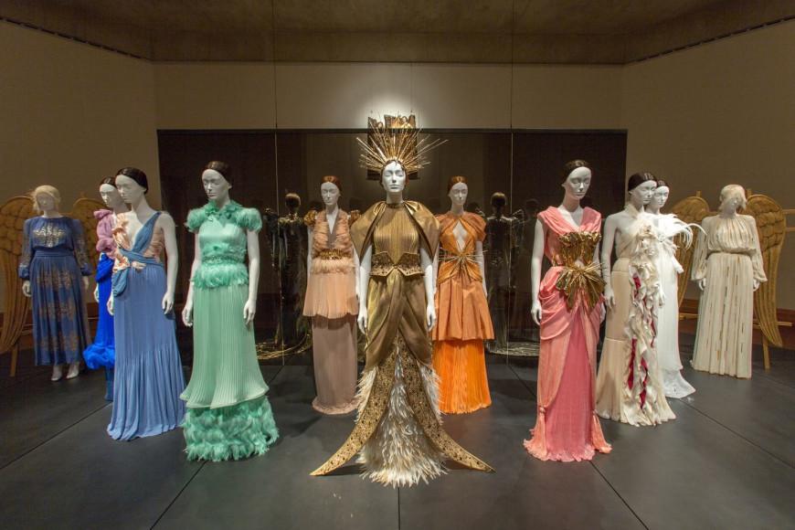 Выставка «Божественные тела. Мода и католическое воображение». Метрополитен-музей, Нью-Йорк