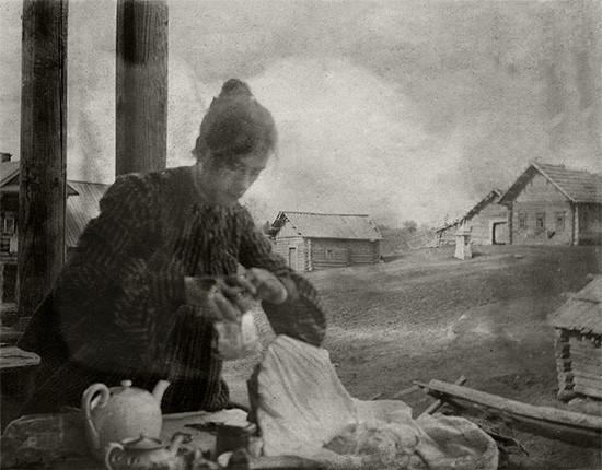 """Б.М.Кустодиев. """"В Ивашеве на постоялом дворе. Ю.Е. Кустодиева"""",1903"""