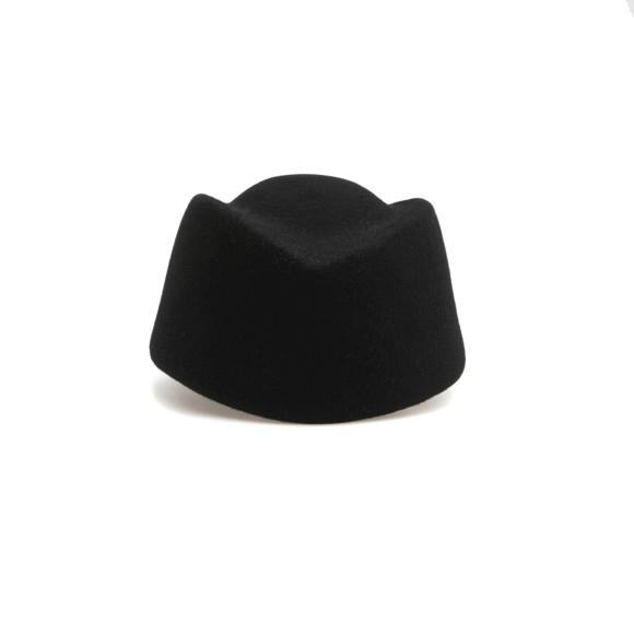 Женская шапка Cocoshnick, 9 тыс. руб. (сocoshnick.ru)