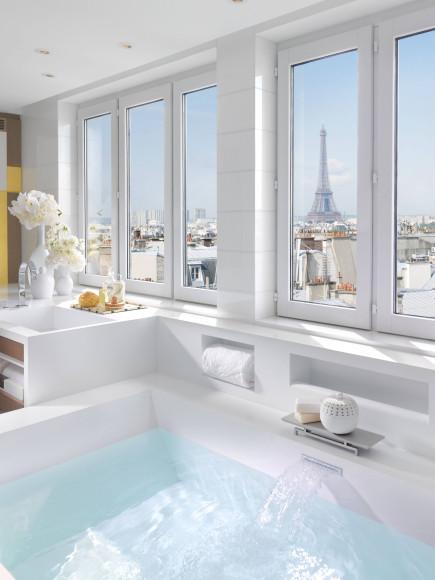 Вид из ванной Suite Presidential