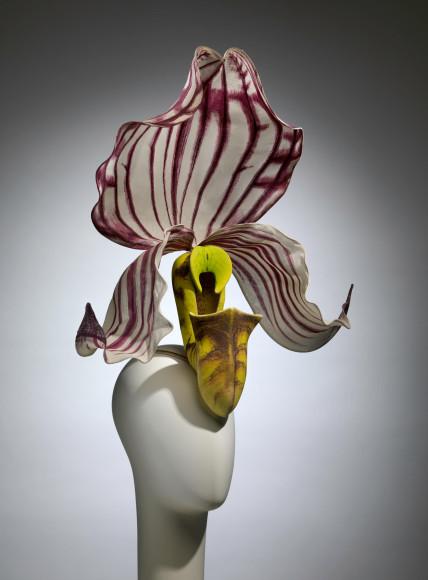 Шляпа «Paphiopedilum Philippinese Orchid», Philip Treacy, коллекция haute couture, весна-лето 2000