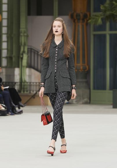 Первая сольная коллекция Виржини Виар для Chanel, resort 2020