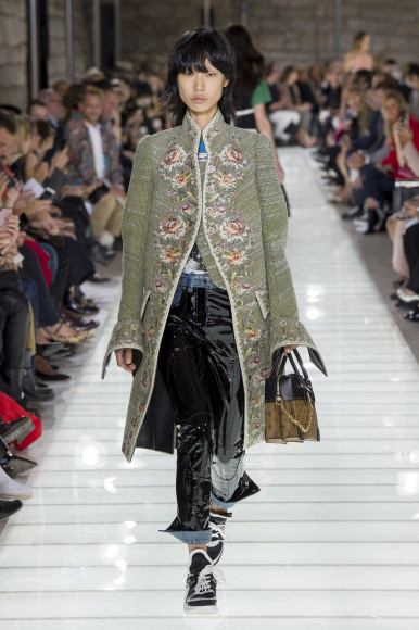Женская коллекция Louis Vuitton в исполнении Николя Жескьера