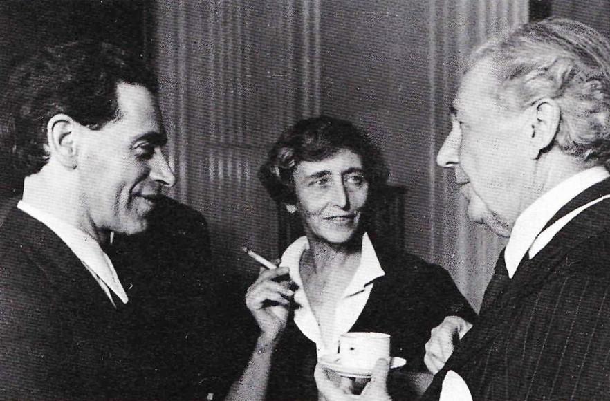 Райт с Борисом Иофаном и Ольгой Иофан на банкете в Москве. 1937