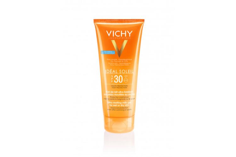 Тающая эмульсия Ideal Soleil, Vichy с запатентованной технологией Wet Skin образует водоотталкивающий барьер, который защищает UVA- и UVB-лучей даже влажную кожу. Средство также содержит солнцезащитный фильтр широкого спектра Mexoryl XL, витамин E и минерализирующую термальную воду Vichy для защиты, укрепления и восстановления кожи