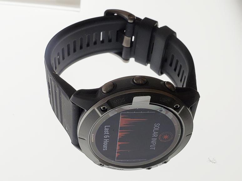 Первые умные часы Garmin с подзарядкой от солнца