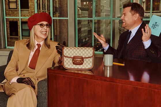 Джеймс Корден и Дайан Китон с сумкойHorsebit 1955