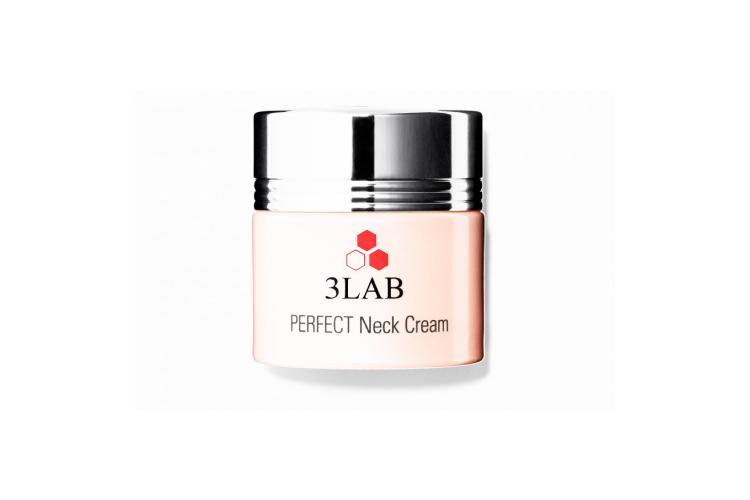 Увлажняющий крем Perfect Neck Cream, 3LAB, повышающий упругость кожи на шее, в зоне декольте, а также корректирующий овал лица, включает в себя биоинженерный омолаживающий комплекс на основе протеина растительного происхождения для восстановления кожи и растительный компонент овалисс, уменьшающий «второй подборок»