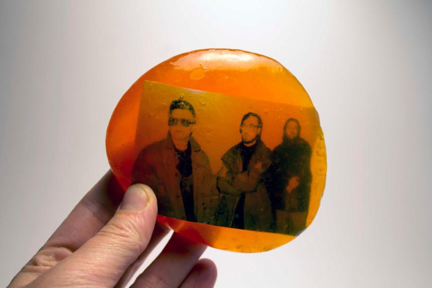 «НБП, 90-е», 2013, эпоксидная смола, фотография, 9х9,5х 2см, 30000 руб.