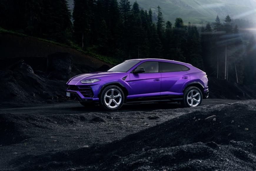 Кроссовер Urus, Lamborghini в оттенке фиолетовый Viola Pasifae