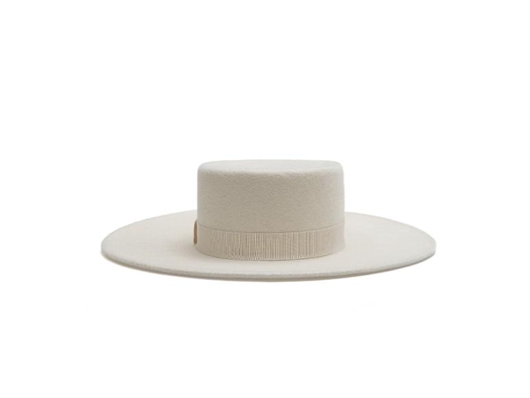 Шляпа Cocoshnick, 16 500 руб. (cocoshnick.ru)