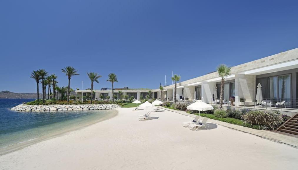 Пляж отеля Yalıkavak Marina Beach Hotel