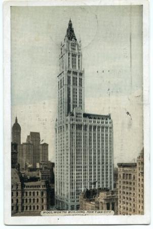 Открытка, отправленная Ильей Ильфом из Нью-Йорка жене Марии 24 октября 1935 г. На открытке изображен небоскреб Вулворт