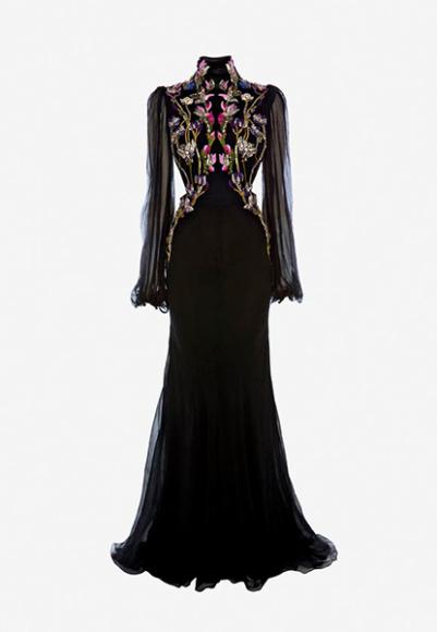 Платье Alexander McQueen, €10 990 (alexandermcqueen.com)
