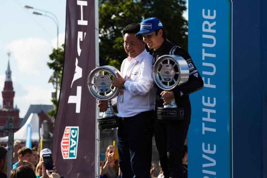 Награждение победителя этапа Нельсона Пике-младшего