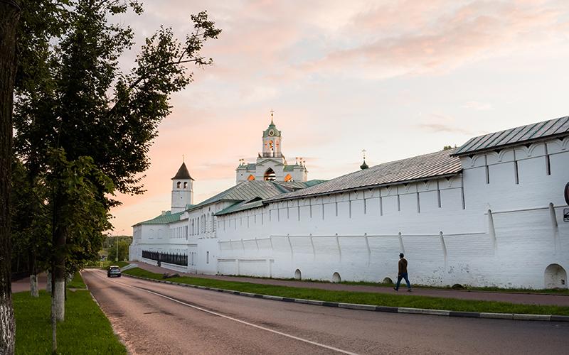 Южная стена Спасо-Преображенского монастыря