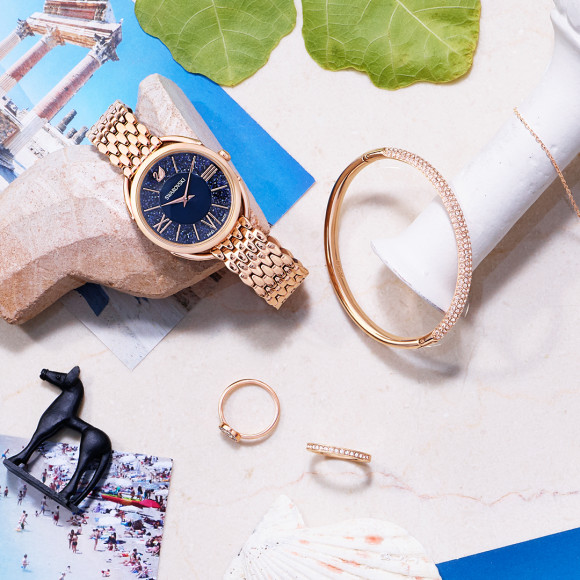 Часы Glam, Crystalline, 29 990 руб.; браслет Mini, Stone, 8990 руб.; кольцо Luckily,3790руб.; кольцоRare, 3790 руб.