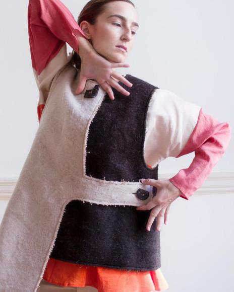 Платье с пуговицами из картофельной кожуры,Isabel Fletcher