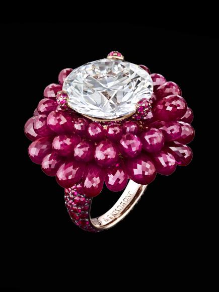 Кольцо с бриллиантом 14,18 карата и рубиновыми бриолетами 44,20 карата