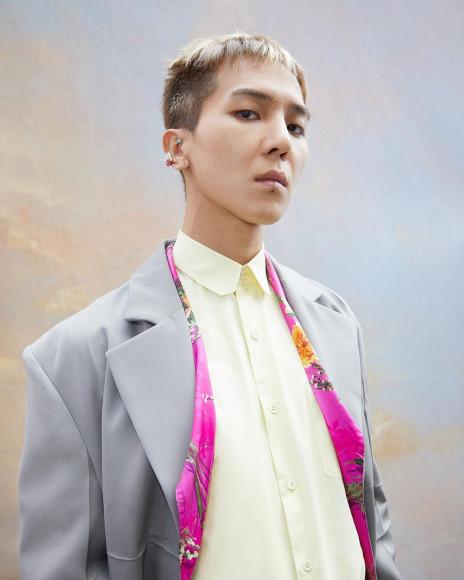 Участник Winner Мино на бэкстейдже показа мужской коллекции Louis Vuitton сезона весна-лето 2020