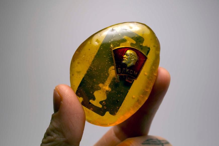 «1987», 2013, эпоксидная смола, объекты, 4х6х1,5 см, 35000 руб.