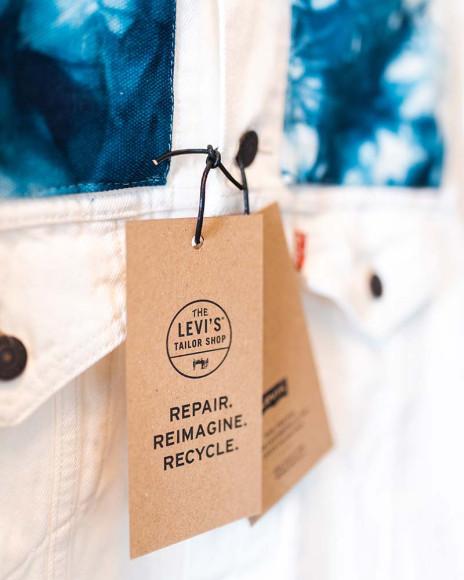 Услуга окрашивания ткани в технике тай-дай в Levi's Tailor Shop