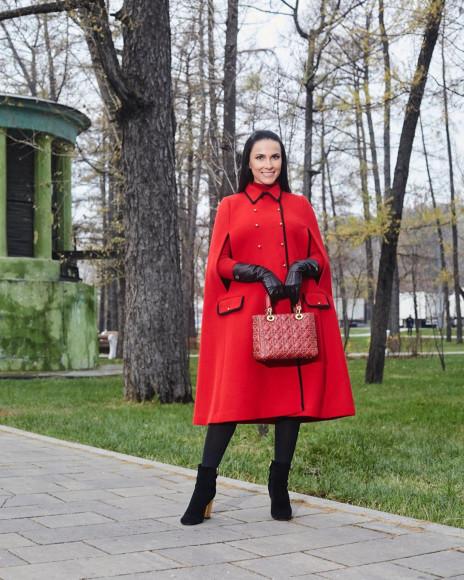 Наиля Аскер-заде в пальто Gucci и с сумкой Dior