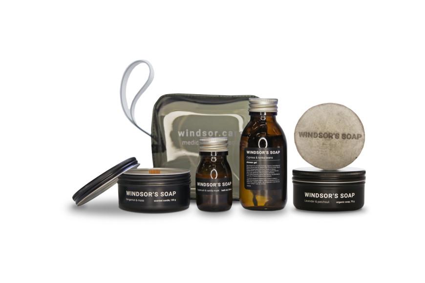 Набор cabin в косметичке (свеча Bergamot & moss; мыло в кейсе Lavender & patchouli; масло для ванны Sagebrush & vanilla musk; гель для душа Cypress & tonka beans), Jet Set, Windsor's Soap