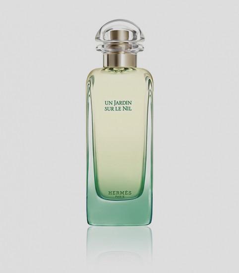 Un Jardin Sur Le Nil, Hermès  «Сады у берегов Нила» — так дословно переводится аромат, созданный Жан-Клодом Эллена в 2005 году. Если верить легендарному «носу», то в них растутгиацинты, пионы, ирисы, цитрусы, манго, помидоры и морковь.